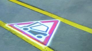Símbolo TruckSpot en el suelo