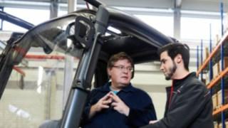 Formação para condutores de empilhadores por instrutores da Linde