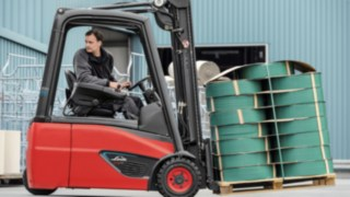 e_truck-moving-retail-4309_4933