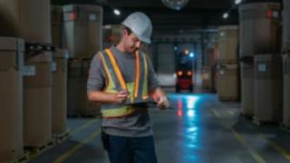 O colete de segurança interativo da Linde Material Handling garante uma maior segurança no armazém.