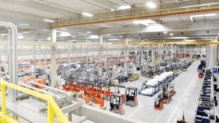 Os empilhadores retráteis da Linde são produzidos na fábrica da KION em Stříbro, na República Checa.