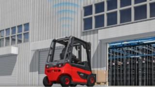 O sistema auxiliar de condução SpeedAssist da Linde reduz automaticamente a velocidade, assim que um empilhador entra em pavilhões ou áreas cobertas.