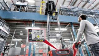 Stackers da Linde com visor do sistema auxiliar Linde Load Management Advanced