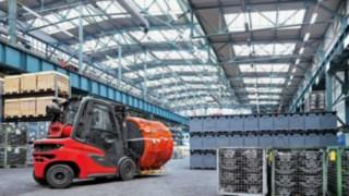 Um novo padrão de empilhador: O empilhador a diesel H20 – H35 da Linde em utilização num armazém