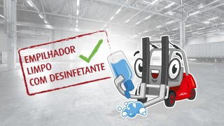 Limpeza de empilhadores com desinfetante
